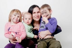 Otilia Mantelers cu copiii