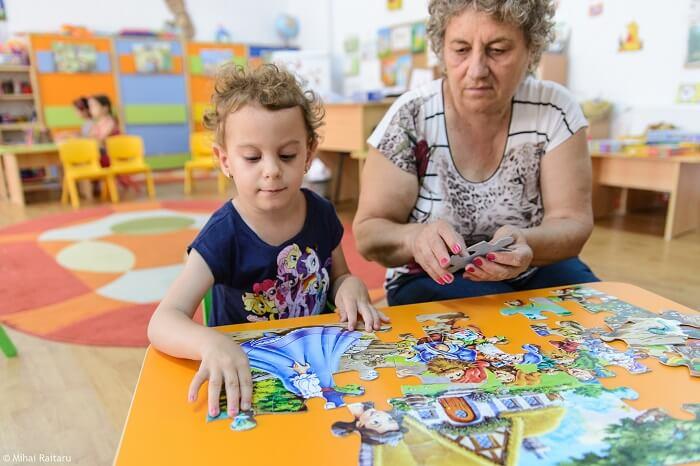 Denisa cu bunica devotată și iubitoare